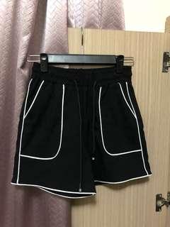 🚚 黑色運動短褲