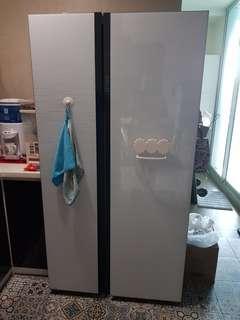 Samsung 2 Doors fridge - RS552NRUA Glass White