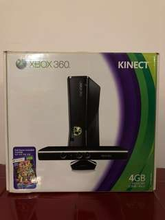 Kinect XBox 360 4GB memory comes with original games