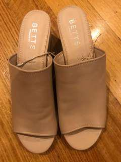 Betts nude leather mules size 10 BNWT paid $90