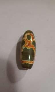 西藏瑪瑙財神天珠,長 34.5 mm,真珠難求, 極罕有 $1800。