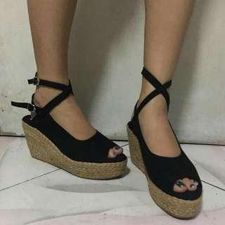 Black Wedge Heels! 👠