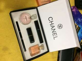 CHANEL BEAUTY SET