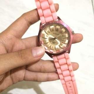 jam tangan womage pink (kekurangan hanya perlu diganti baterai selebihnya masih bagus)