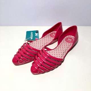 🚚 Zaxy 香香鞋 巴西尺寸35,36,37,38(尖頭簍空果凍 防水平底鞋-桃紅)