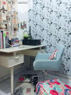 Set meja belajar dan kursi