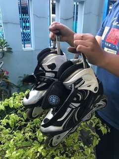 1 pasang sepatu skate