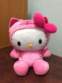 Hello Kitty Pink Tigger Doll & Piggy Bank 铺满