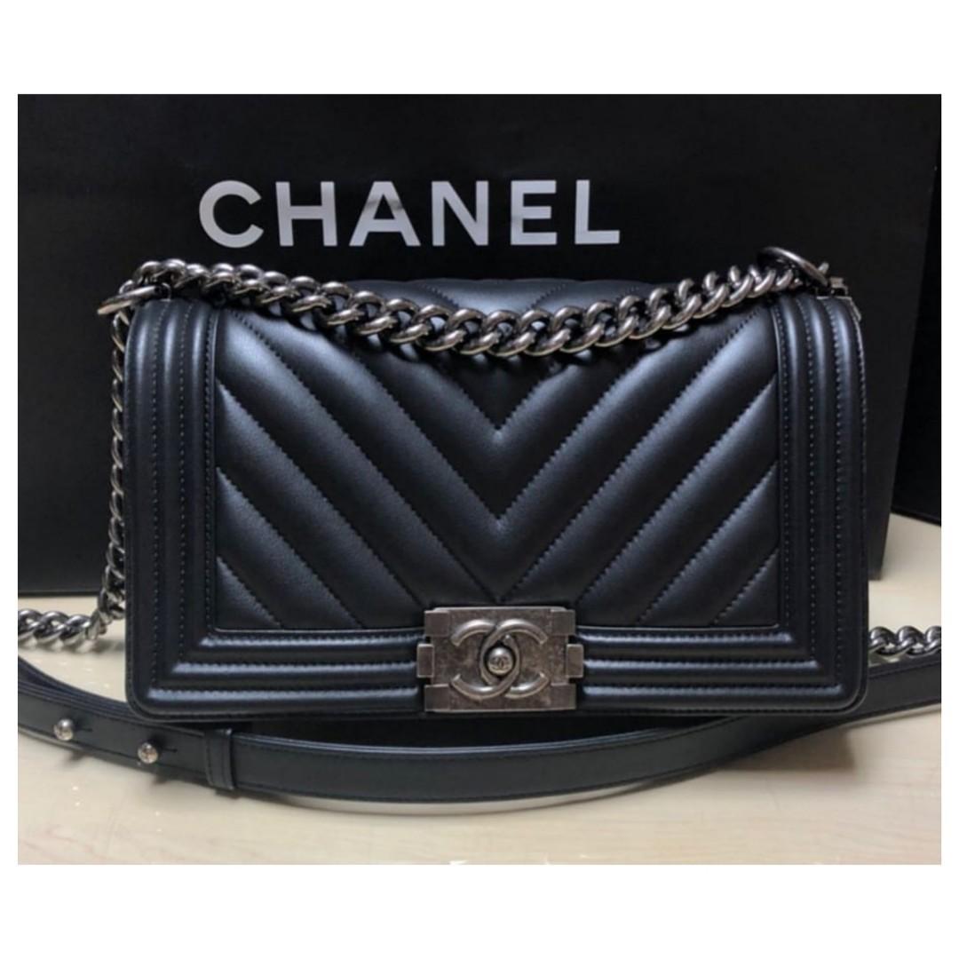 931dc5c6fa89 Authentic Chanel Boy Chevron Medium Flap Bag
