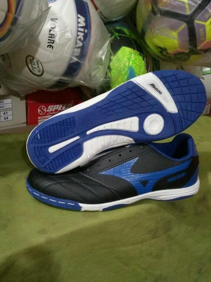 Sepatu Futsal Mizuno Hitam List Biru Murah Eceran dan Grosir 7fd325f496