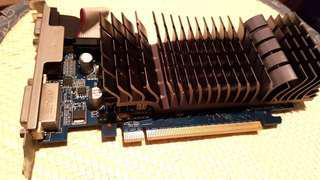 ASUS GeForce 210 顯示卡