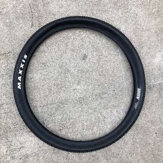 8.5/10 condition Maxxis Ikon 27.5 x 2.20 tyre