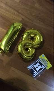 18 gold balloons