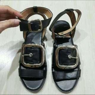 🚚 黑色羅馬方扣涼鞋