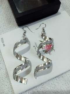 🔥 Twist Spiral Dangling Hook Earrings