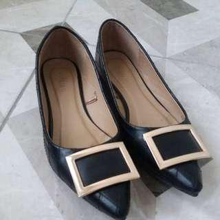 Sale: Parisian black shoes