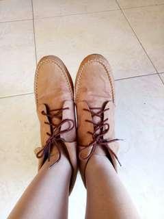 Sepatu Vintage Brown