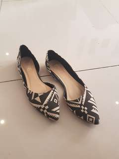 Edge Aztec Fabric Pointy Flats Size 39