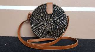Rattan roundie colored bag