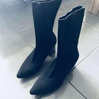 High quality knitted boots