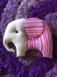 Bantal peang gajah