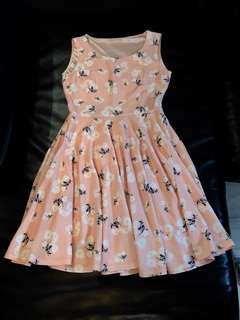 粉橙有花紋連身裙