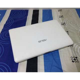 "Netbook Asus 10.1"" inches 2GB Ram 250GB HDD"