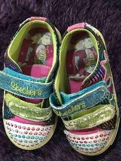 🚚 Skechers閃亮亮女童鞋 size13,走路七彩燈閃爍可以水洗沒有亮貼的地方是小燈珠不是掉亮貼