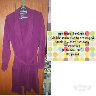 Pre love half sleeve bathrob