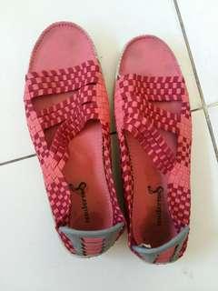 Preloved sandala