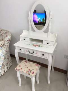 European Style Dressing Table with Chair