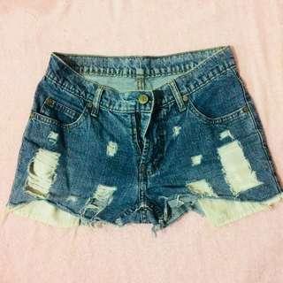 Midwaist tattered shorts