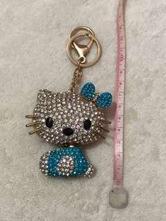 2️⃣ Hello Kitty 可愛水鑽鎖匙扣