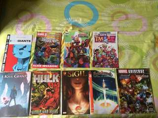 Assorted comics book.