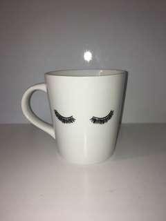 Eyelashes cup
