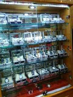 Dijual jam, stand, lemari pajangan, usaha