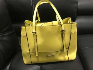 Tas guess yellow