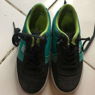 DC shoes kids sz 32