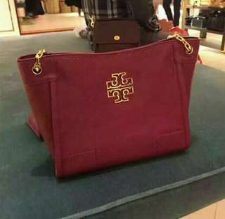 Tory Burch Britten Small Slouchy Tote in Agate Red
