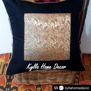 Kylla Home Decor - Black Gold Cushion