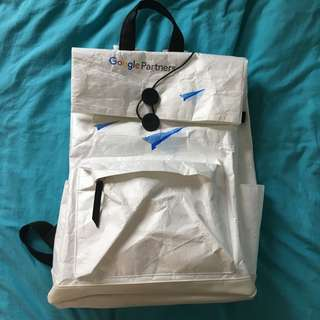 Google 白色背囊 Backpack