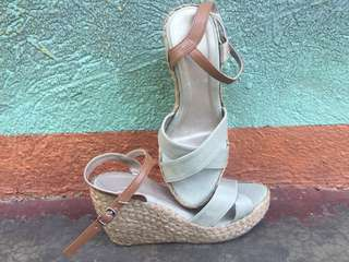 Liliw wedge shoes