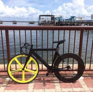 🚚 Airwalk EVO Fixie Bike Aerospoke 88mm [Looking to let go ASAP!!]