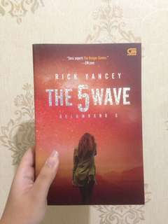 Novel The 5th Wave by Rick Yancey