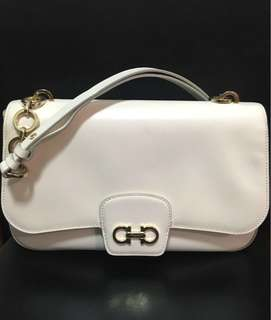 Salvatore Ferragamo white shoulder bag原價$6xxx購入