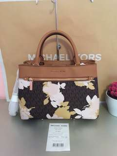 Authentic Michael kors Hailee