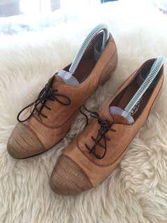 Ladies leather tan shoes (Made and purchased in Spain) - Size 40 / 9