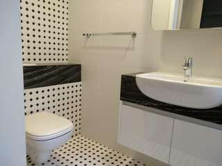 Looking for Studio OR 1 bedroom 1 bath with living room & kitchen unit