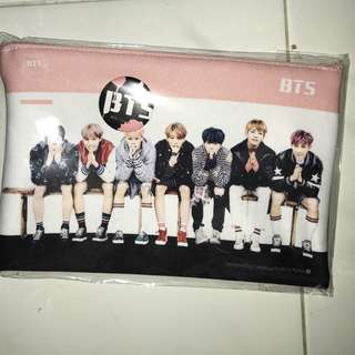 BTS pencil case with badge!!