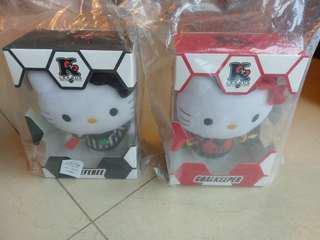 全新未開封Hello Kitty 足球公仔一套兩個